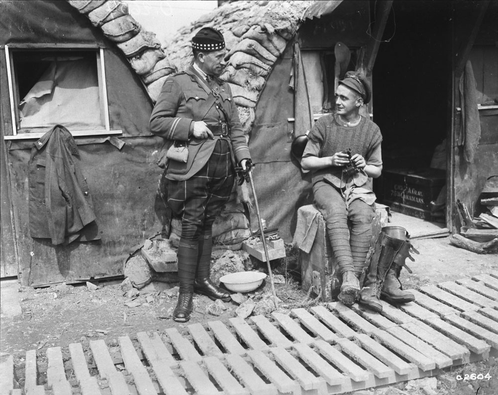 Chaplain of 72nd Canadian Battalion talking to a Canadian soldier up the line in April, 1918. Photo: DND/Library and Archives Canada